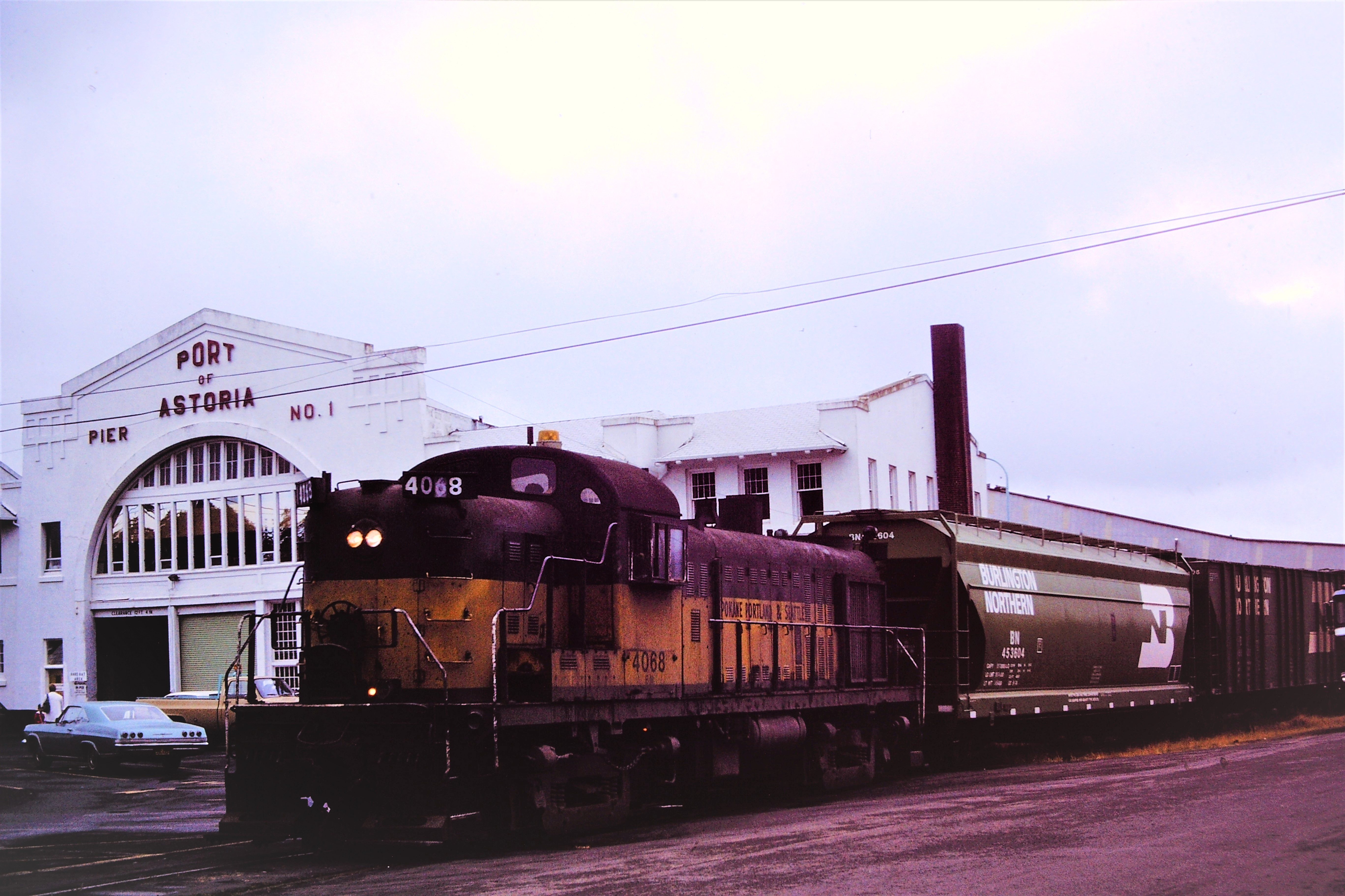 SP&S Railway engine 4068 at the Port of Astoria pier no. 1